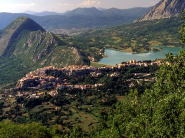 Castel San Vincenzo (foto tratta dal sito del Comune di Castel San Vincenzo)