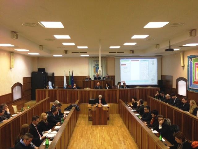 Una seduta del Consiglio comunale di Isernia